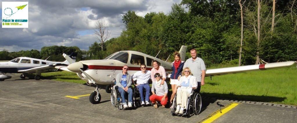 baptême de l'air avec des patients du centre de revalidation CTR, avion adapté PMR, photo de groupe
