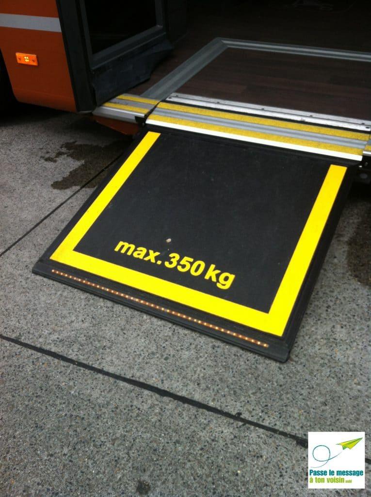 rampe d'accès pour améliorer l'accessibilité des bus STIB pour les PMR