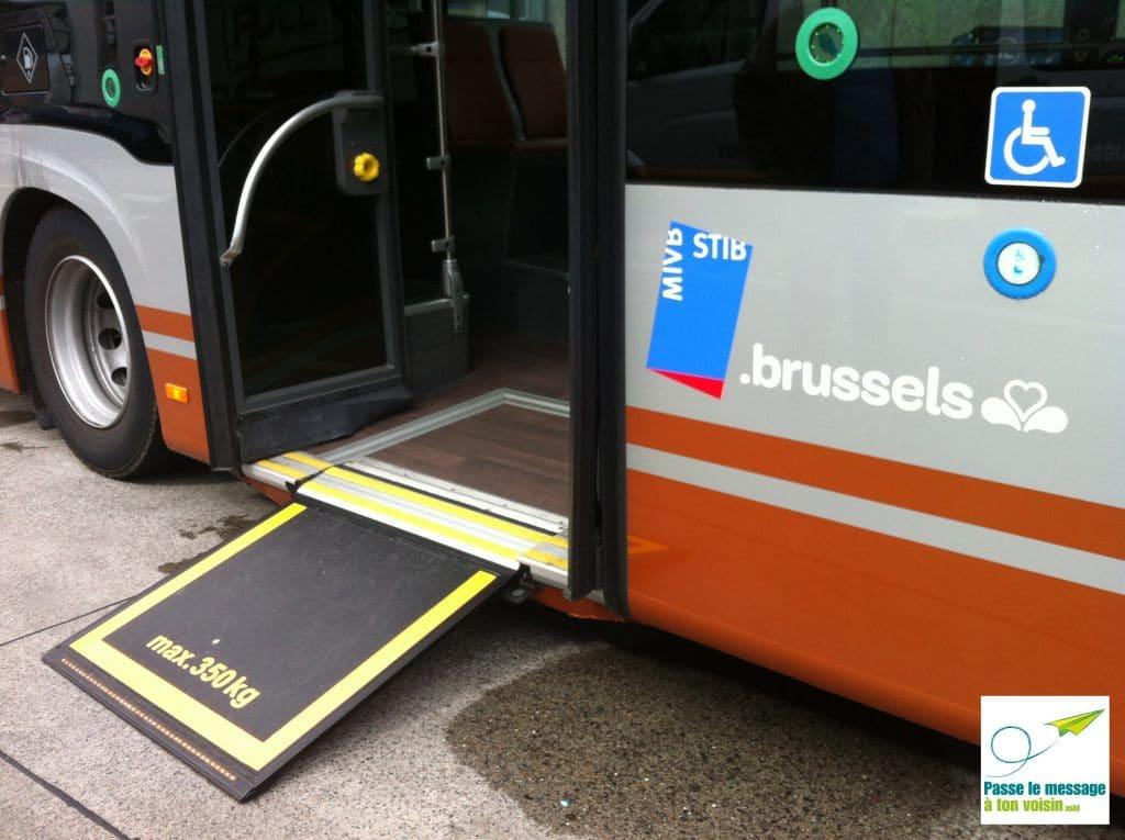 rampe d'accès pour améliorer l'accessibilité à l'entrée des bus STIB pour les PMR