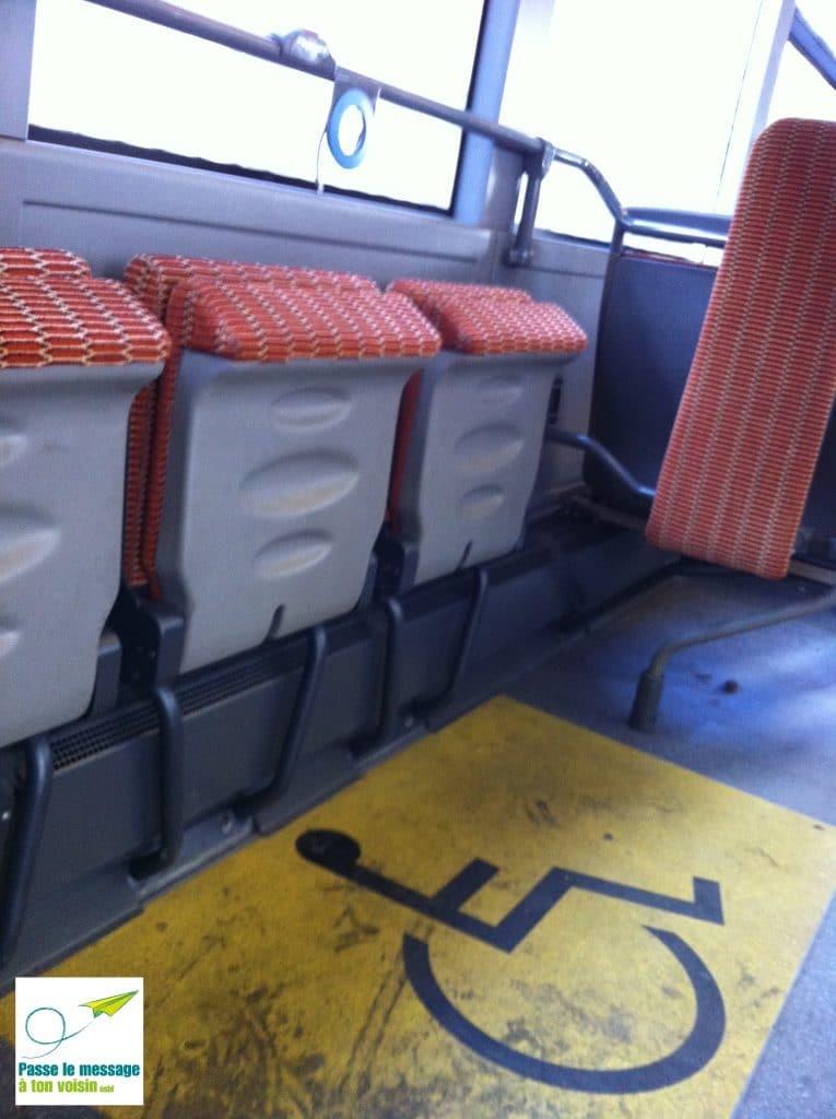 zone PMR dans un bus de la STIB - accessibilité