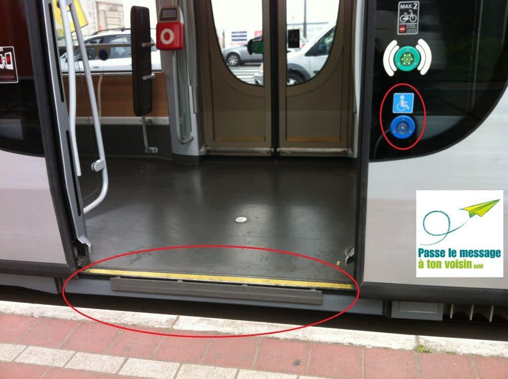 Les T3000 et T4000 sont équipés d'une rampe d'accès automatique mais le bouton qui l'actionne est désactivé depuis la mise en fonction de ces nouveaux trams