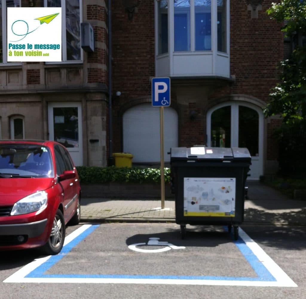 stationnement PMR utilisé illégalement, empêchant l'accessibilité
