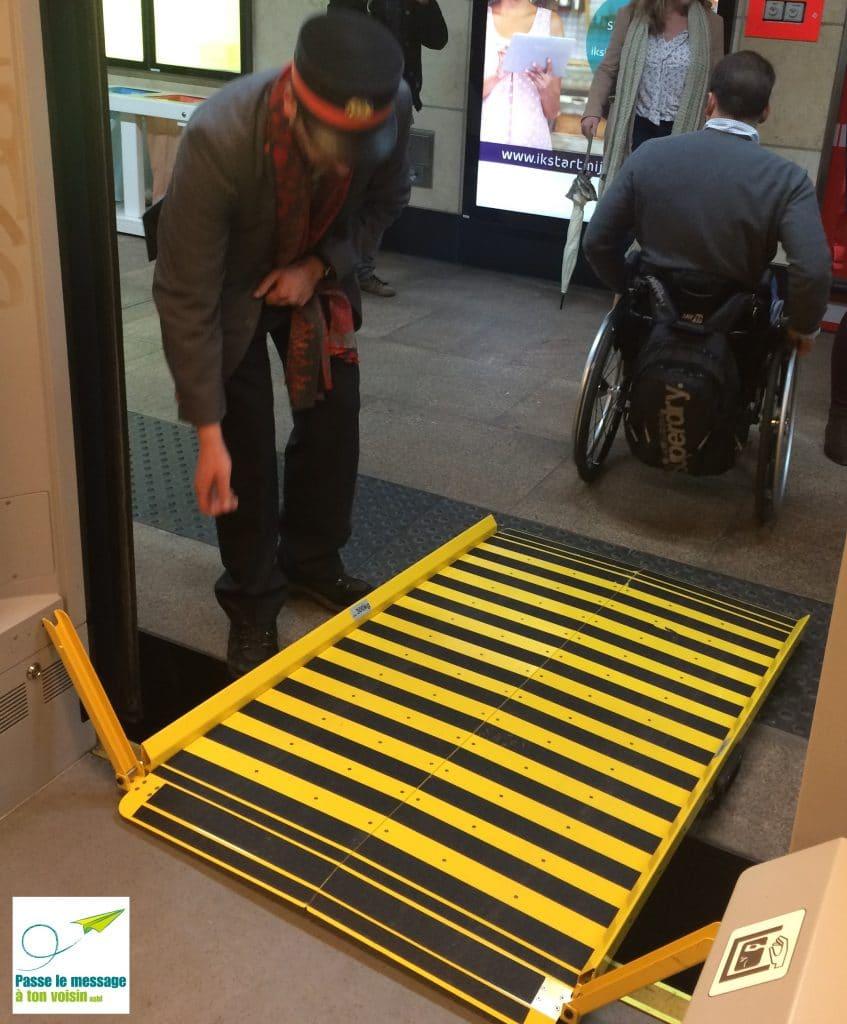 utilisation de la rampe d'accès PMR pour améliorer l'accessibilité des trains SNCB à Schuman