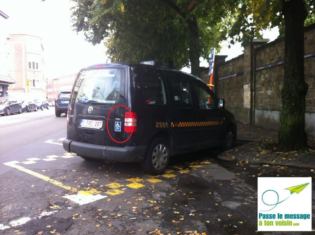 l'accessibilité des taxis PMR est signalée par un logo