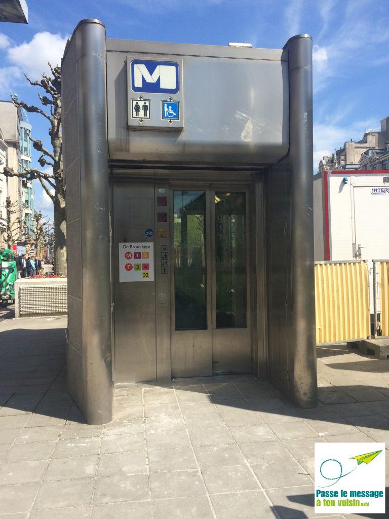 ascenseur PMR accessible sur le réseau métro de la STIB