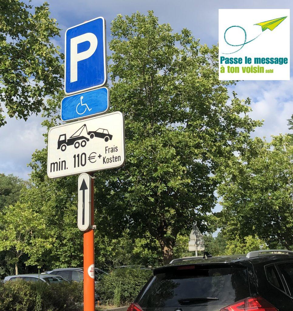signalisation d'un emplacement PMR avec rappel du montant de l'amende et de la possibilité du dépannage (accessibilité stationnement en RBC)