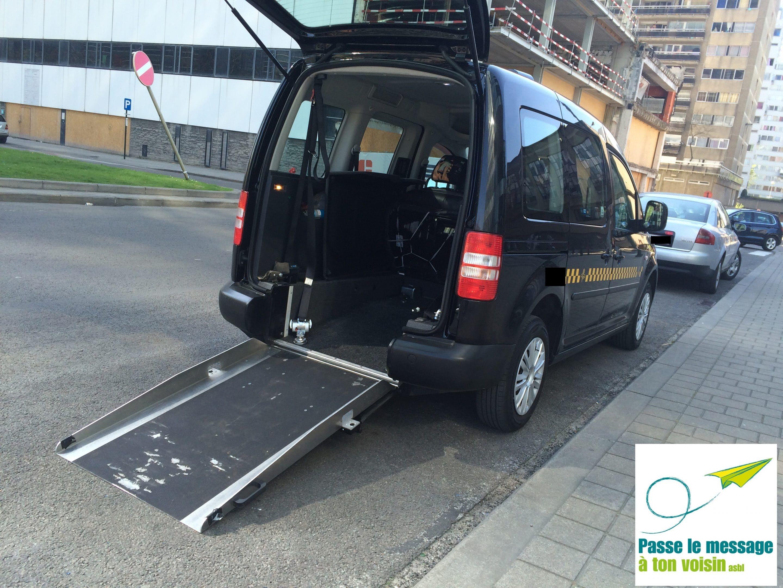 Taxi PMR de la région bruxelloise, adapté pour embarquer une personne en chaise roulante